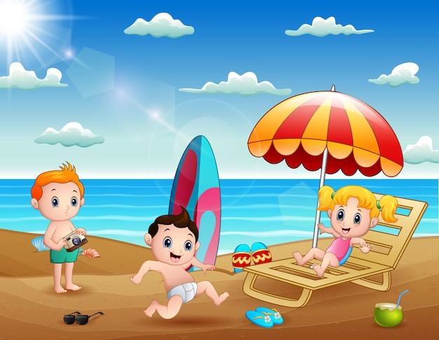 Zomervakantie met kinderen op tropisch strand