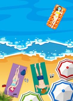 Zomervakantie op het strand met mensen zonnen
