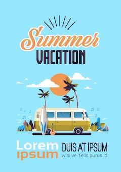 Zomervakantie surfen bus zonsondergang tropisch strand retro surfen vintage