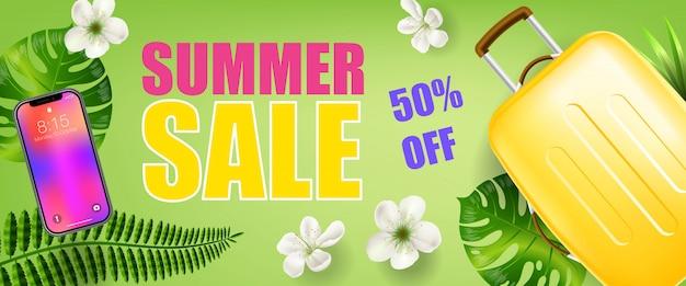 Zomerverkoop vijftig procent korting op groene banner met tropische bladeren, smartphone en reishoes
