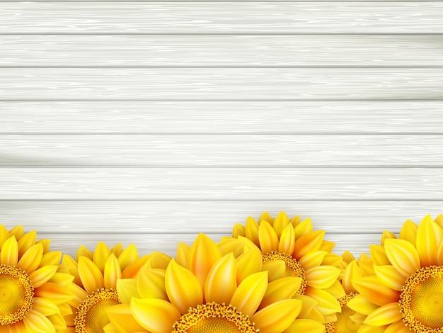 Zonnebloemen op houten achtergrond.