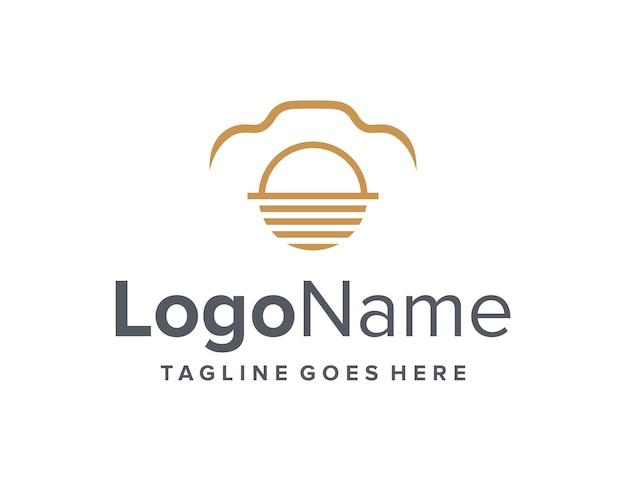 Zonsondergang en camera schetsen eenvoudig strak creatief geometrisch modern logo-ontwerp
