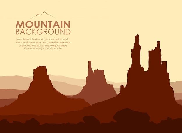 Zonsondergang in enorme bergen.
