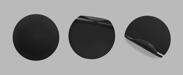 Zwart gelijmde ronde verfrommelde sticker mockup set. zelfklevend, doorzichtig zwart papier of plastic stickerslabel met gelijmd, gekreukt effect op grijze achtergrond. sjablonen label of prijskaartjes. 3d-realistische vector.