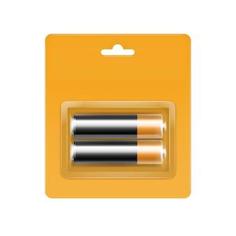 Zwart gouden glanzende alkaline aa-batterijen in gele blisterverpakking voor branding close-up geïsoleerd op witte achtergrond