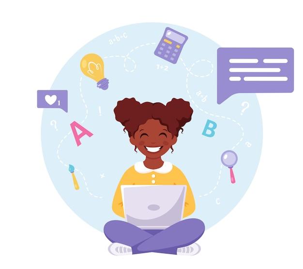 Zwart meisje studeert met computer online leren terug naar school