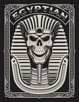 Zwart-wit afbeelding van een egyptische schedel op de donkere achtergrond