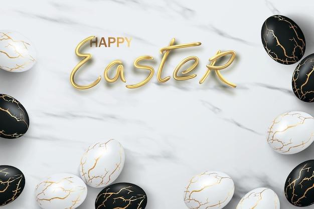 Zwart-wit realistische eieren met gouden scheuren in de kitsugi-stijl op marmer met de inscriptie happy easter.