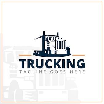 Zwart-wit vrachtwagenembleem voor leveringsbedrijf