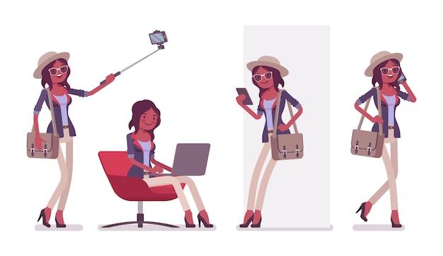 Zwarte aantrekkelijke smart casual vrouw met hoed, bril met gadgets