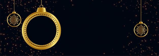 Zwarte en gouden vrolijke kerstmisbanner met tekstruimte
