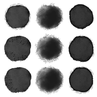 Zwarte inkt aquarel stijl doodle lijn kunst krans frame