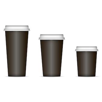Zwarte koffiekoppen geplaatst die op achtergrond worden geïsoleerd.