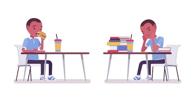Zwarte schooljongen in vrijetijdskleding studeren, eten aan bureau