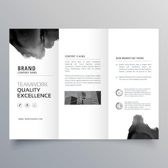 Zwarte verf trifold brochure ontwerp sjabloon