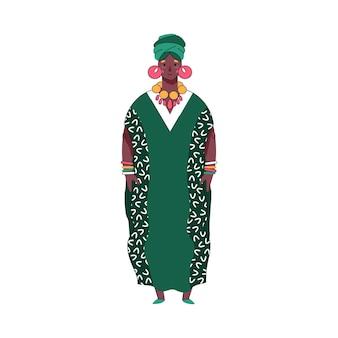 Zwarte vrouw in traditioneel afrikaans modekostuum met groene hoofdtooi en stevige juwelen