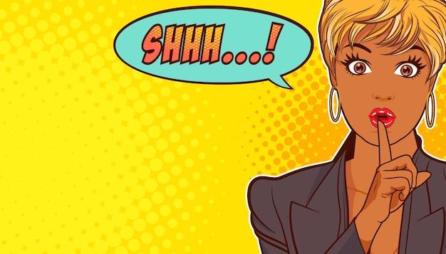 Zwarte vrouw met vinger op lippen shhh, pop-artstijl.