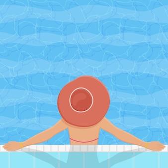 Zwembad met ontspannende vrouw